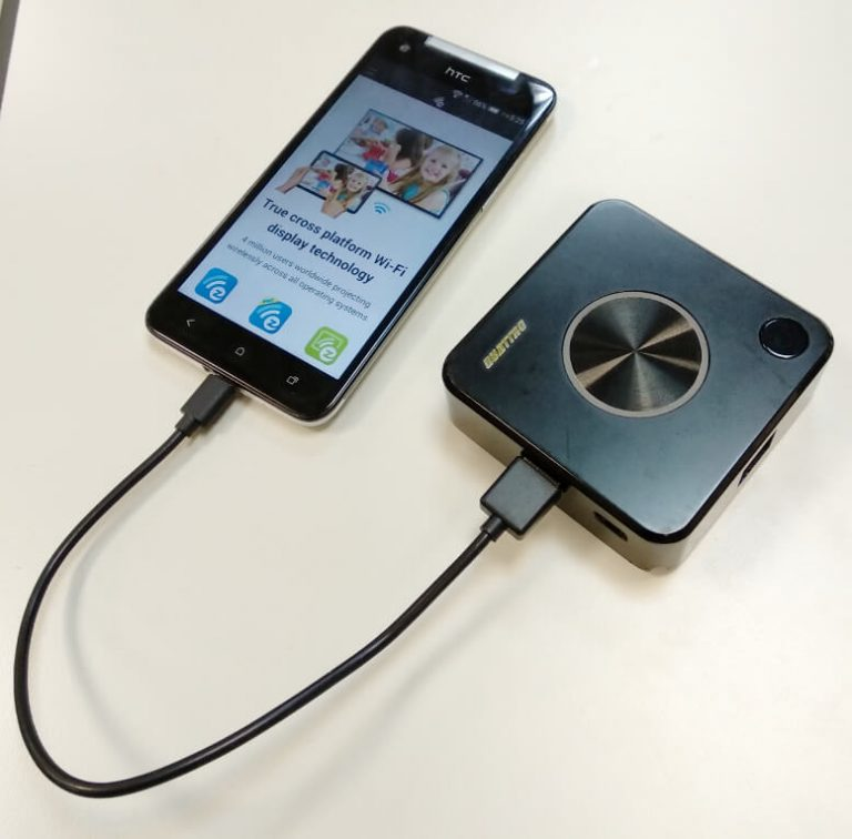 Phone connected to QuattroPod TX transmitter